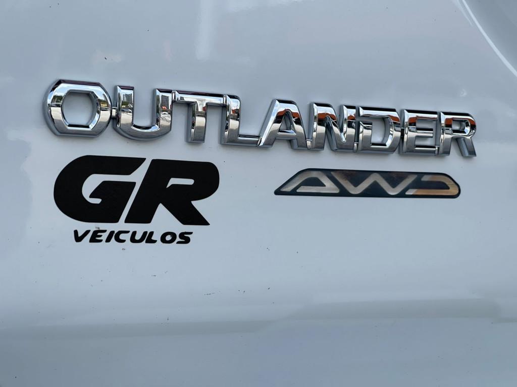 Imagem do veículo MITSUBISHI OUTLANDER 3.0 GT 4X4 V6 24V GASOLINA 4P AUTOMÁTICO