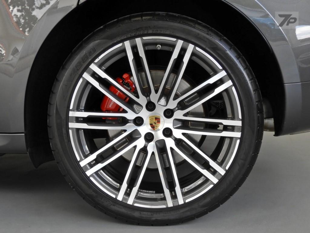 Imagem do veículo Porsche Macan Turbo 3.6 Bi- Turbo 400CV