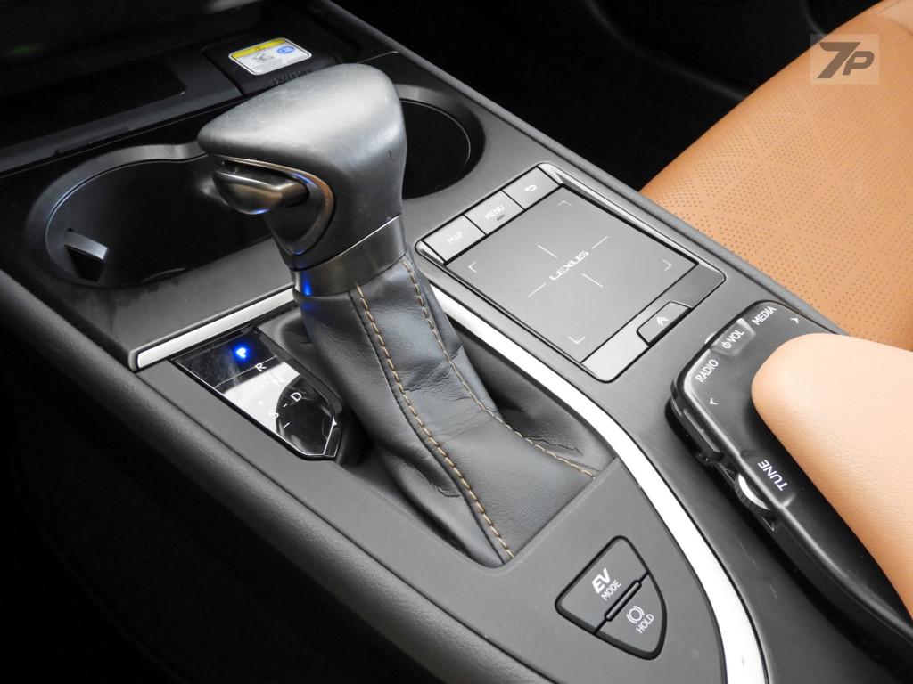 Imagem do veículo LEXUS UX 250h 2.0 VVT-I HYBRID LUXURY CVT