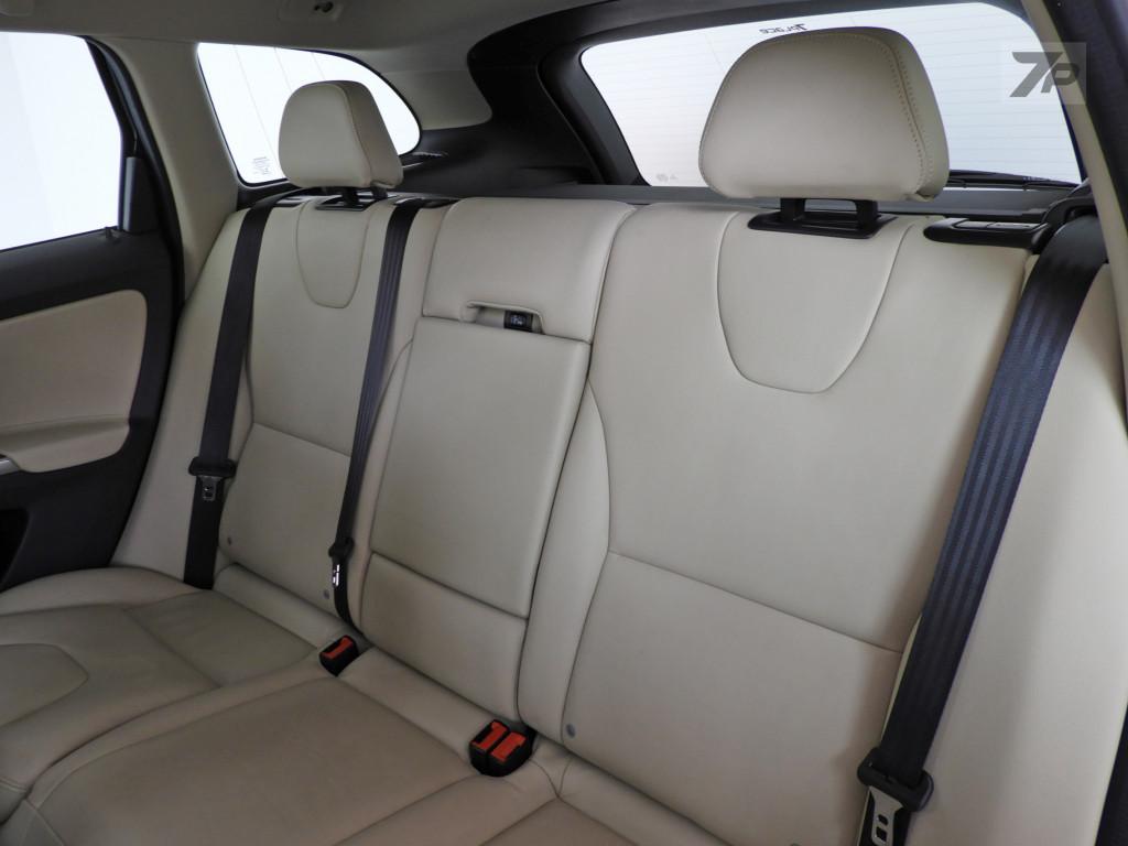 Imagem do veículo VOLVO XC60 2.4 D5 KINETIC DIESEL AWD 4P AUTOMÁTICO