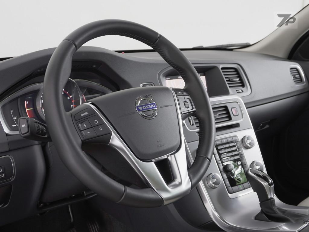 Imagem do veículo VOLVO V60 2.0 T4 MOMENTUM GASOLINA 4P AUTOMÁTICO