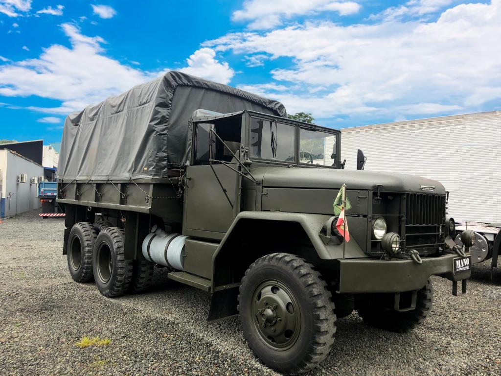 Caminhão Militar REO M35 6x6