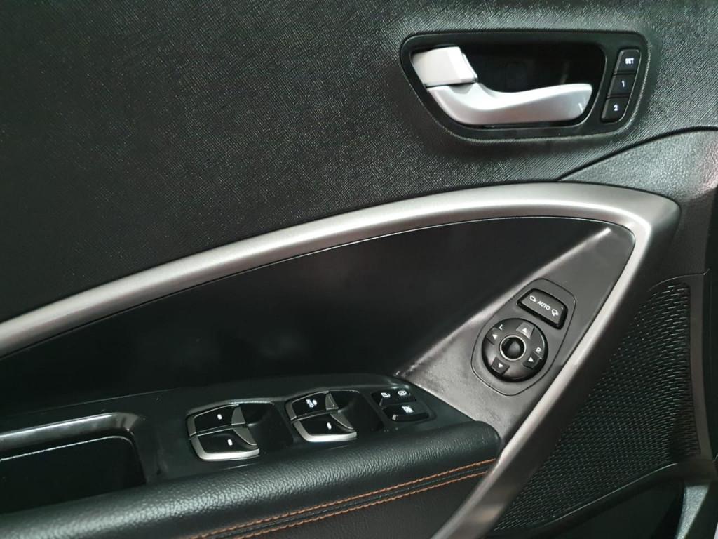 Imagem do veículo HYUNDAI SANTA FÉ 3.3 MPFI 4X4 7 LUGARES V6 270CV GASOLINA 4P AUTOMÁTICO