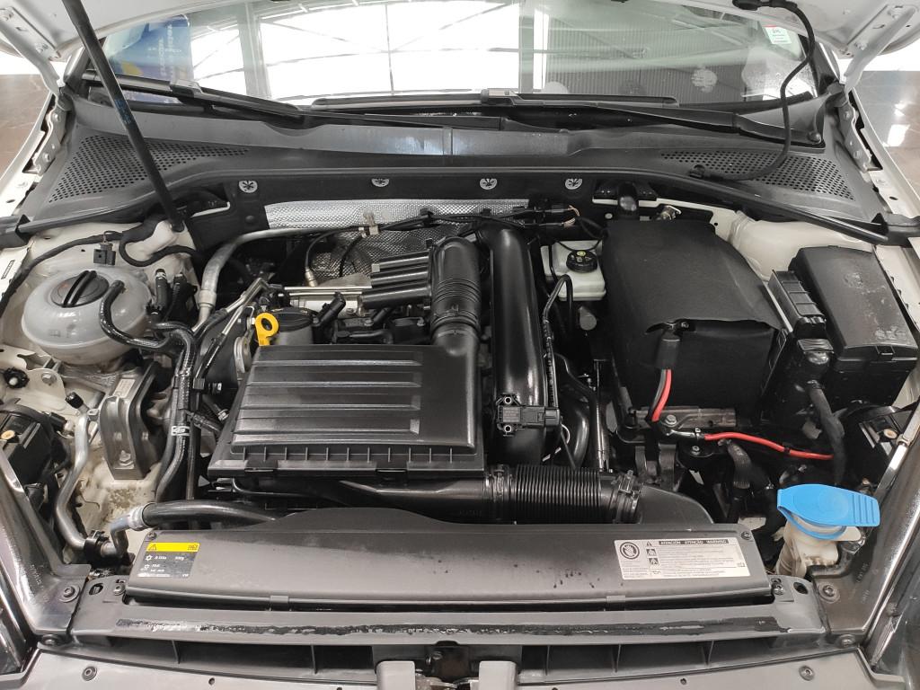 Imagem do veículo VOLKSWAGEN GOLF 1.4 TSI HIGHLINE 16V GASOLINA 4P AUTOMÁTICO