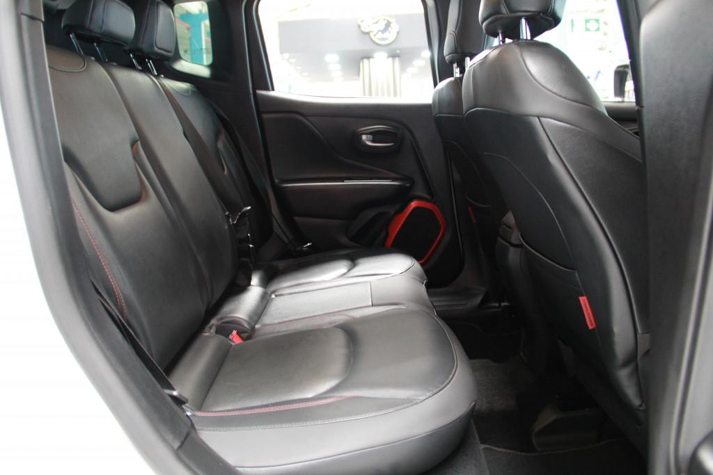 Imagem do veículo JEEP RENEGADE 2.0 16V TURBO DIESEL TRAILHAWK 4P 4X4 AUTOMÁTICO