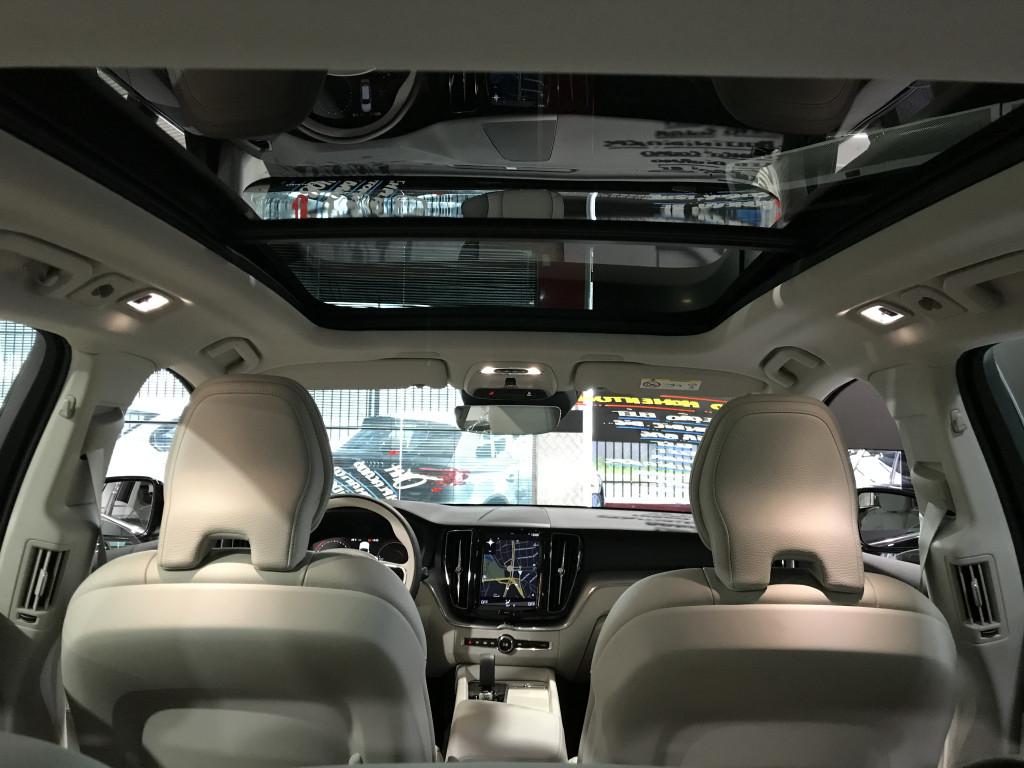 Imagem do veículo VOLVO XC60 2.0 T8 HYBRID MOMENTUM AWD GEARTRONIC