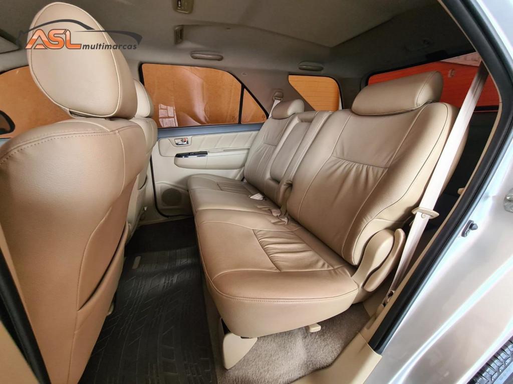 Imagem do veículo Toyota Hilux Sw4 3.0 16v Srv 4x4 Diesel 5 Lugares