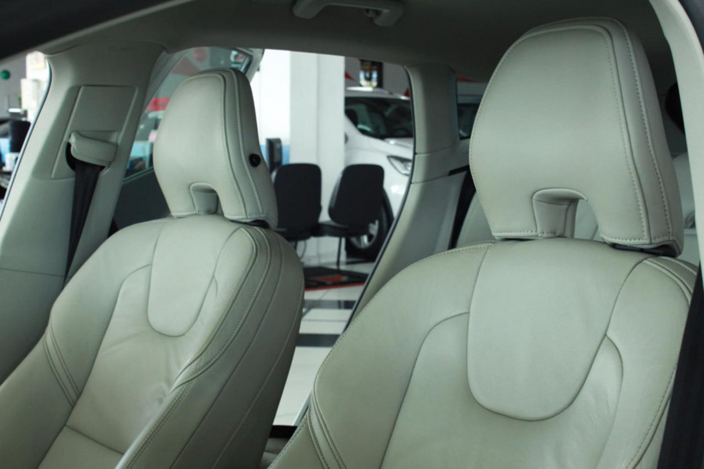 Imagem do veículo Volvo V40 T4 Dynamic 2.0 Turbo Aut.