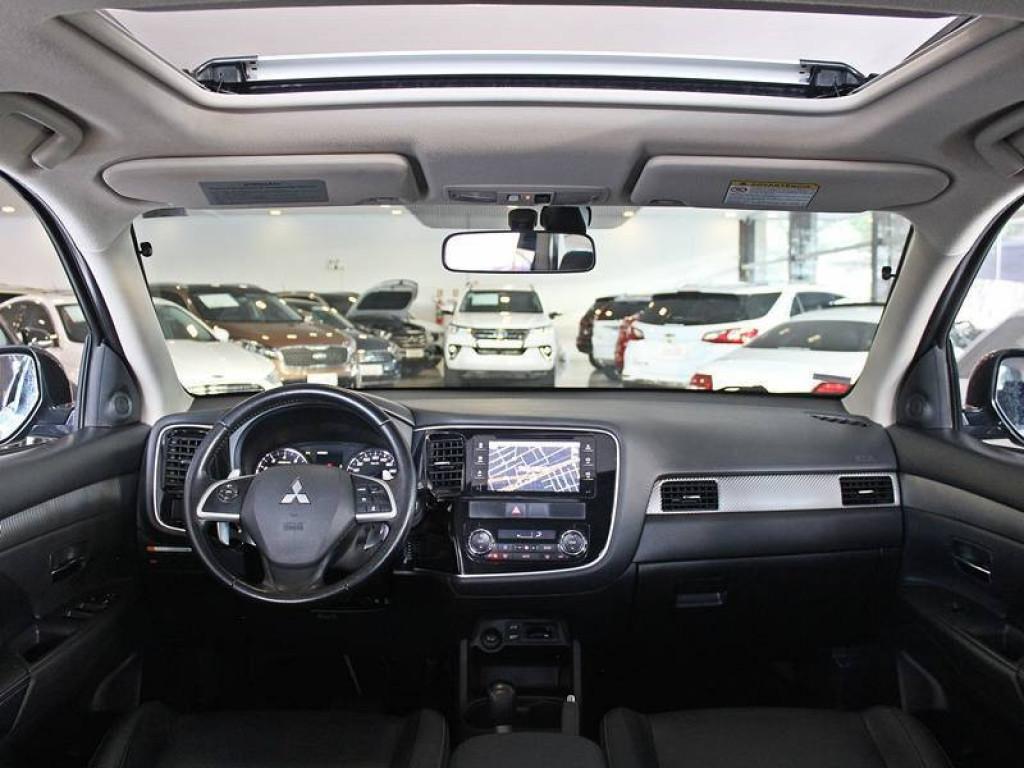 Imagem do veículo MITSUBISHI OUTLANDER 3.0 GT V6 4X4 GASOLINA 4P AUT