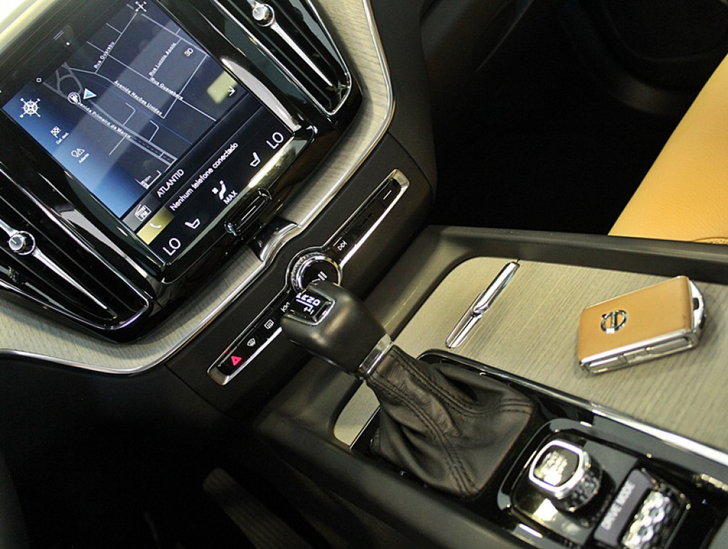 Imagem do veículo VOLVO XC60 2.0 T5 INSCRIPTION AWD 4P GASOLINA AUT