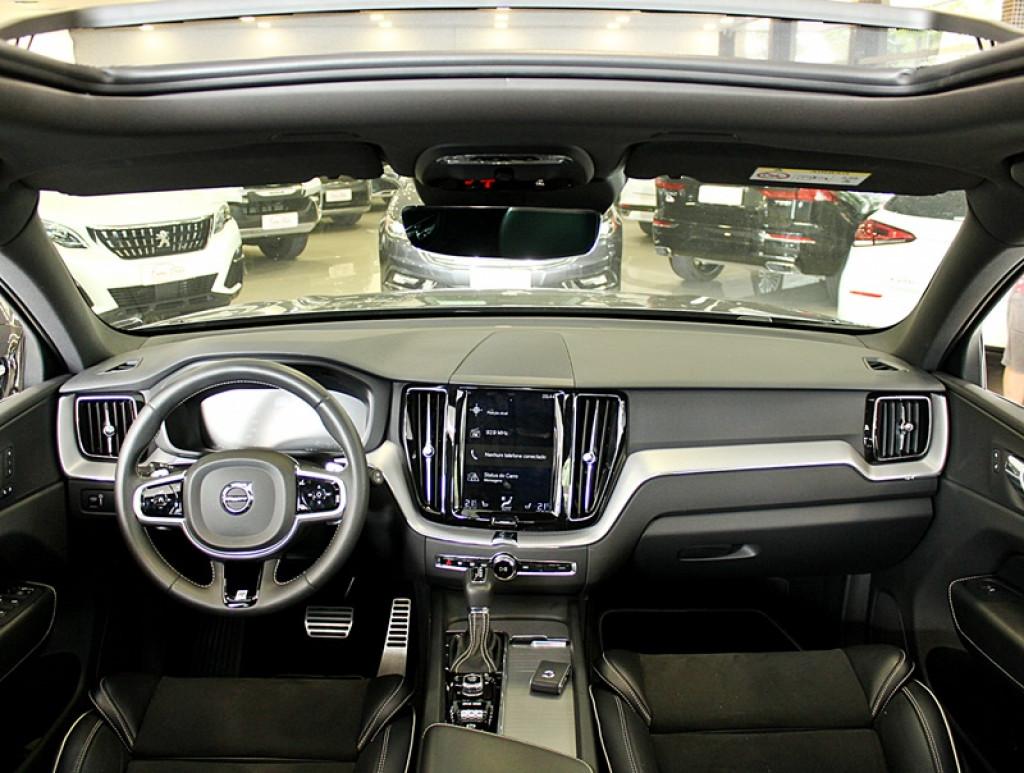 Imagem do veículo VOLVO XC60 2.0 T5 R-DESIGN AWD 4P GASOLINA AUT