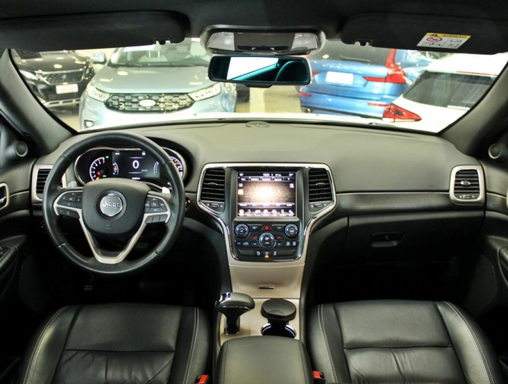 Imagem do veículo JEEP GRAND CHEROKEE 3.6 LAREDO 4X4 V6 24V GASOLINA 4P AUT