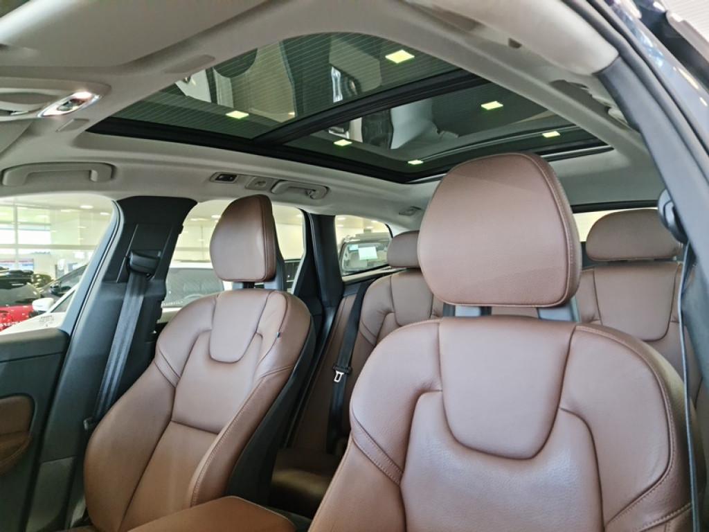Imagem do veículo VOLVO XC60 MOMENTUM AWD 2.0 T5 4P GASOLINA AUT