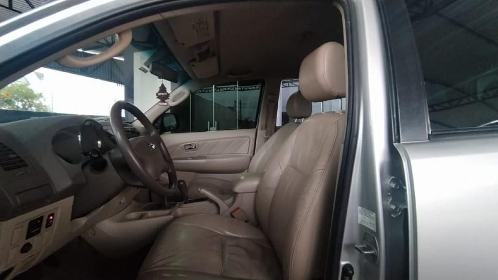 Imagem do veículo TOYOTA HILUX SW4 3.0 SRV 4X4 16V TURBO INTERCOOLER DIESEL 4P AUTOMÁTICO
