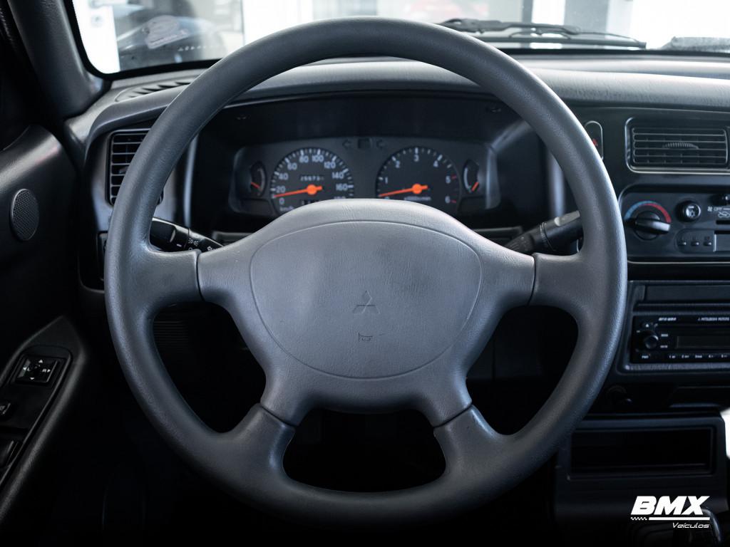 Imagem do veículo MITSUBISHI L200 SAVANA 2.5 4X4 CD 8V TURBO DIESEL 4P MANUAL