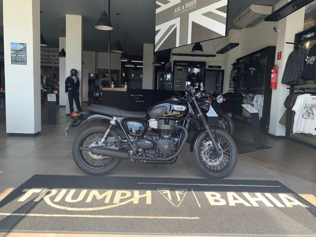 Triumph Bonneville T 100 Black .