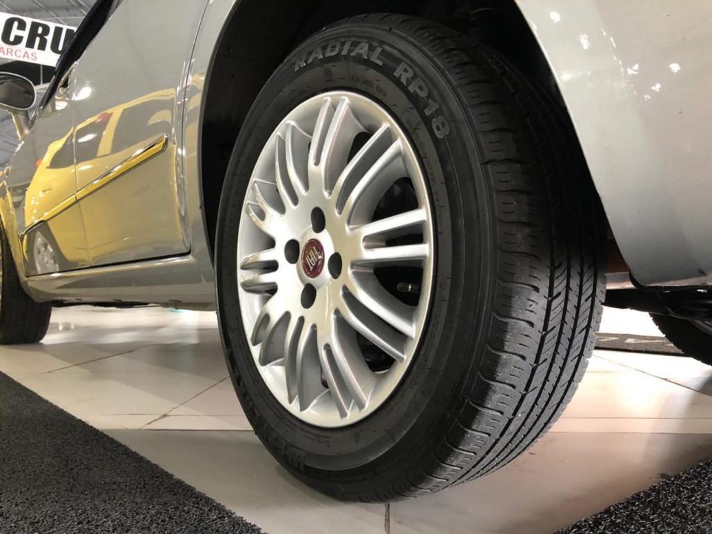 Imagem do veículo Fiat Linea Essence 1.8
