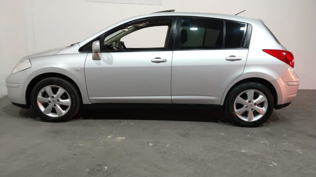 Imagem do veículo Nissan Tiida Hatch S 1.8 16vat 4p