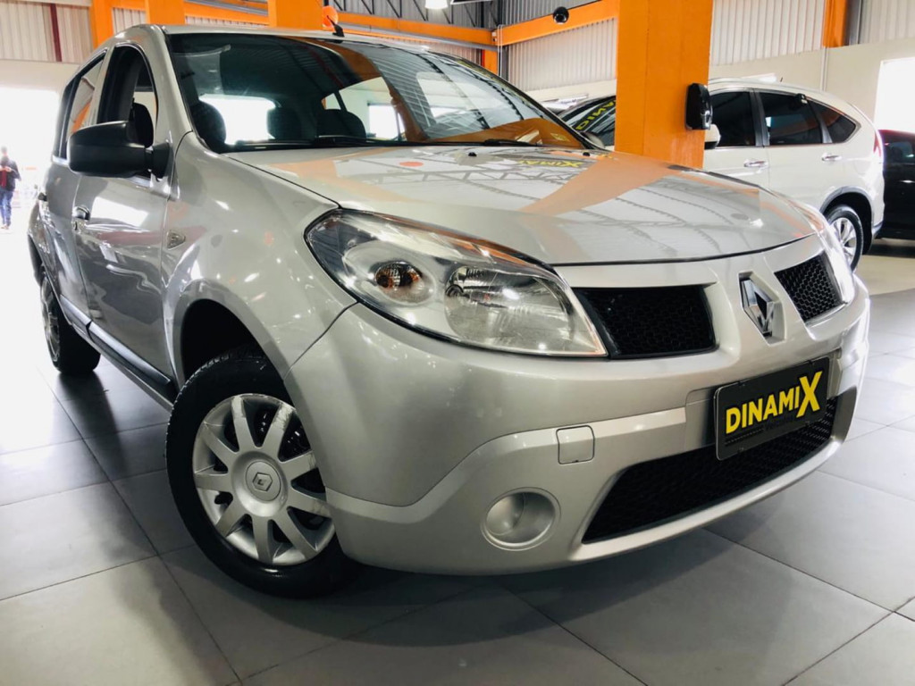 Renault Sandero 1.0 2011