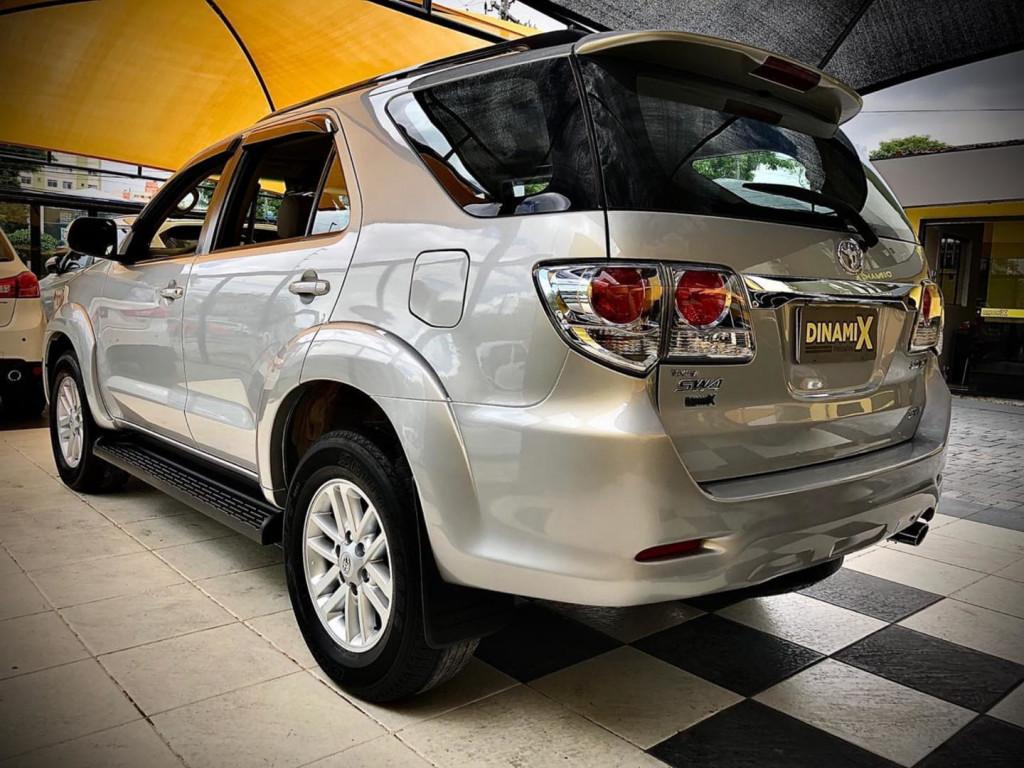 Imagem do veículo Toyota Hilux Sw4 7lugares 4x4 2014