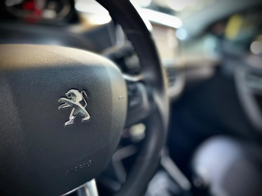 Imagem do veículo Peugeot 2008 Griffe 1.6 2017