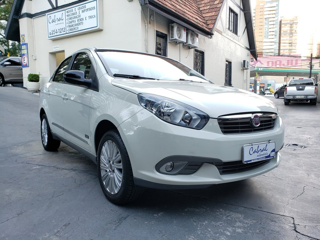 Fiat Grand Siena Essence 1.6 Flex 16v - Branco - 2015