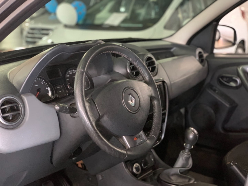 Imagem do veículo Renault Duster 20 D 4x4