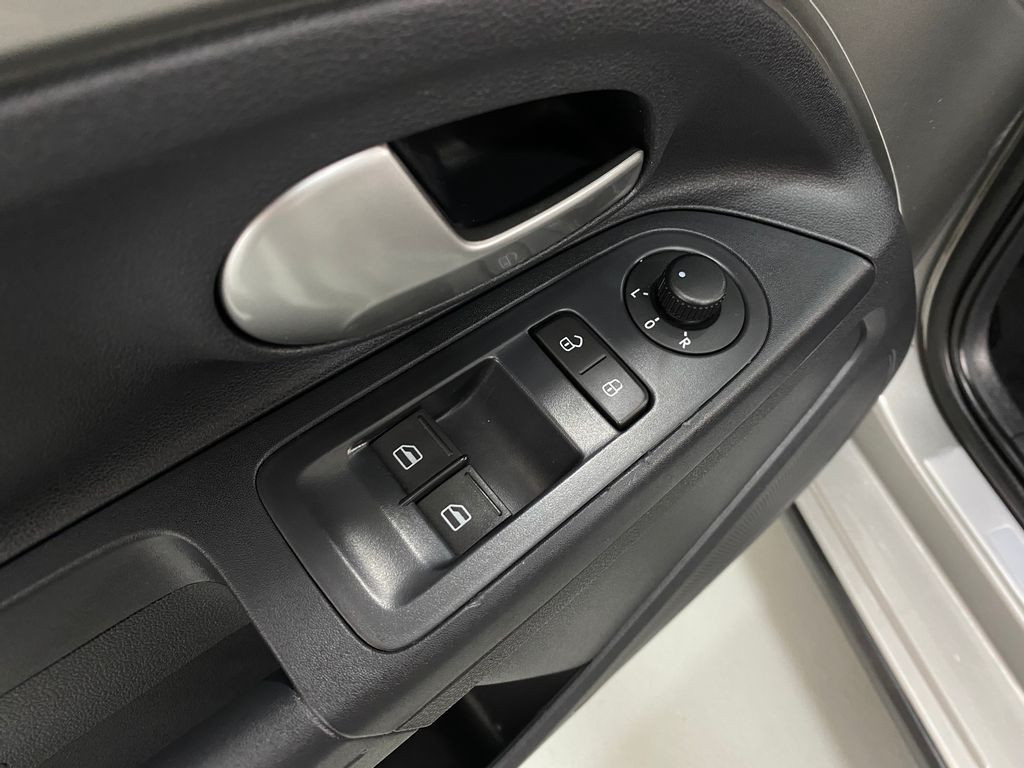 Imagem do veículo VolksWagen Up! Cross 1.0 TSI Total Flex 12V 5p