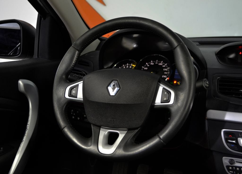 Imagem do veículo Renault FLUENCE Sed. Dynamique 2.0 16V FLEX Mec.