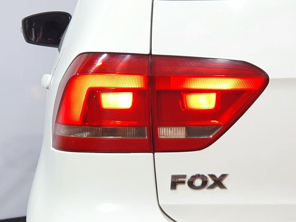 Imagem do veículo VOLKSWAGEN FOX COMFORTLINE 1.0 FLEX 4P MANUAL - 2015 - BRANCO