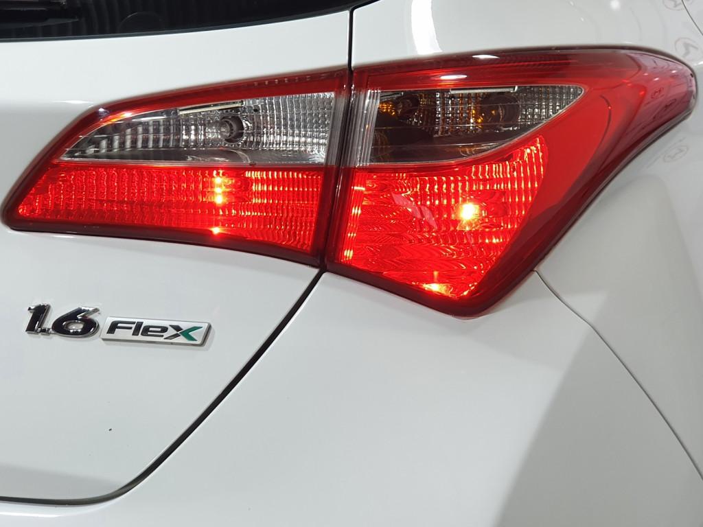 Imagem do veículo HYUNDAI HB20 COMFORT 1.6 FLEX 4P MANUAL - 2013 - BRANCO