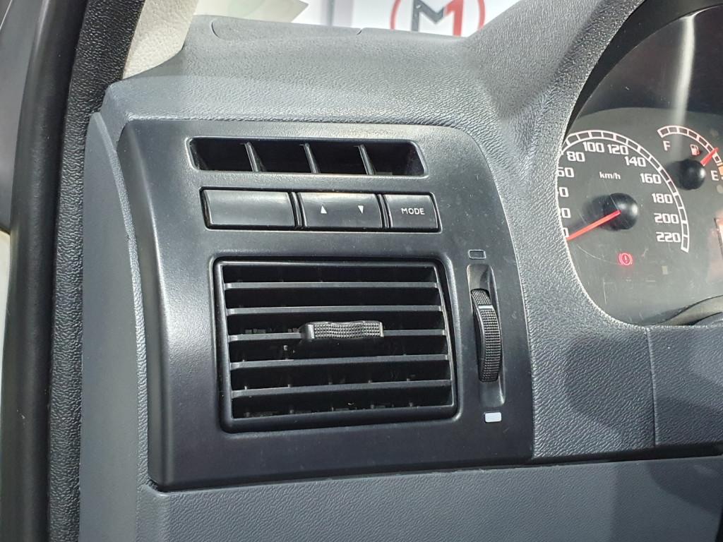 Imagem do veículo FIAT PALIO ELX 1.4 FLEX 4P MANUAL - 2007 - BRANCO