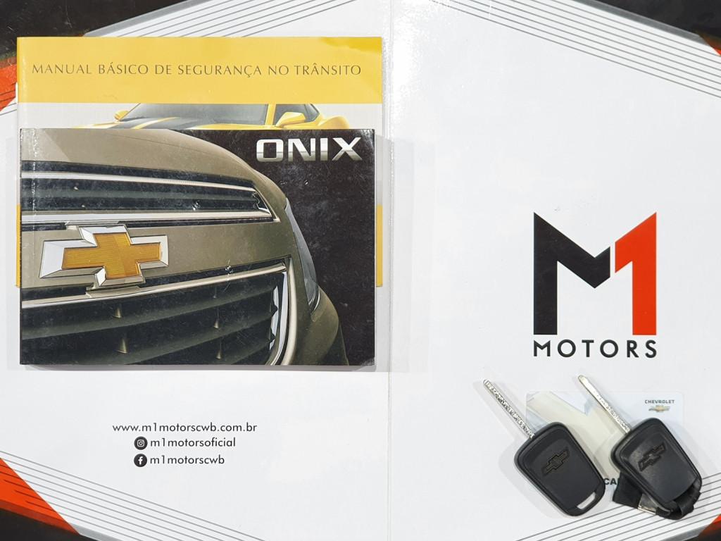 Imagem do veículo CHEVROLET ONIX LS 1.0 FLEX 4P MANUAL - 2015 - BRANCO