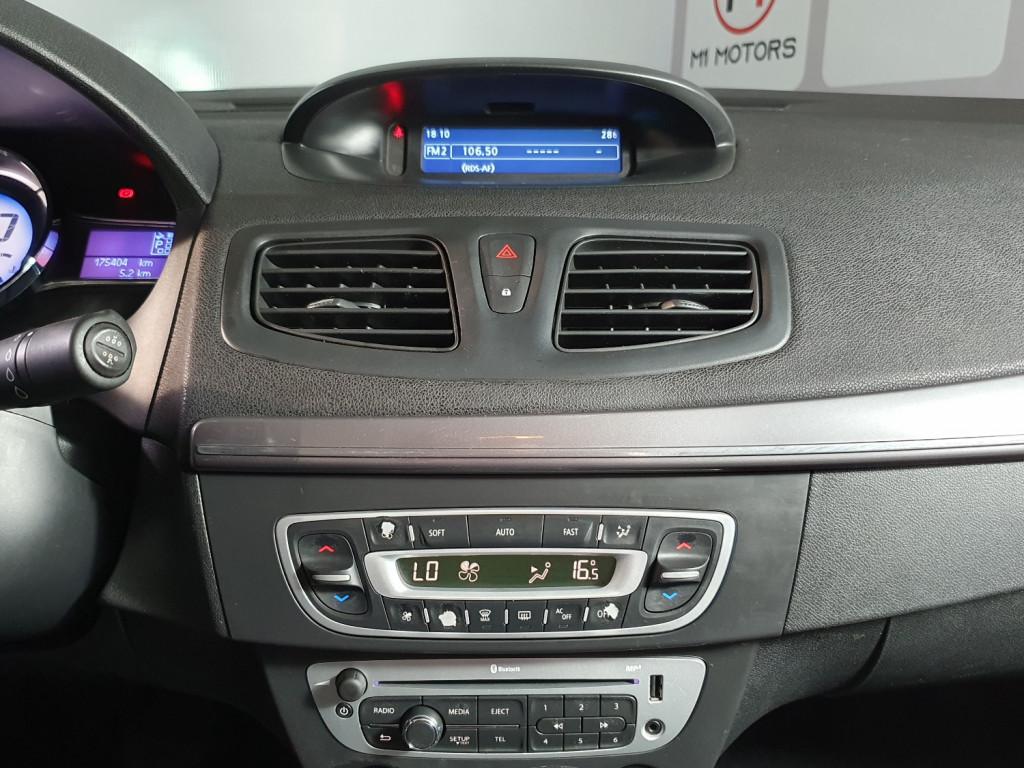 Imagem do veículo RENAULT FLUENCE DYNAMIQUE 2.0 FLEX 4P AUTOMÁTICO CVT - 2015 - PRATA