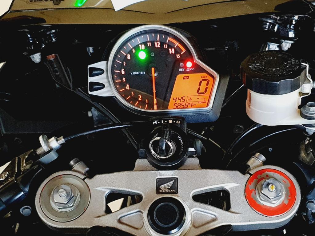 Imagem do veículo HONDA CBR 1000 RR Fireblade - 2008 - PRETO