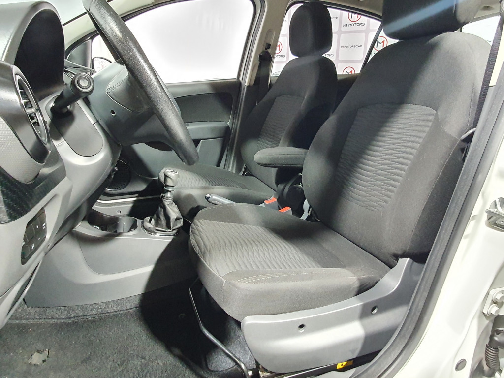 Imagem do veículo FIAT PALIO SPORTING 1.6 FLEX 4P MANUAL - 2017 - BRANCO