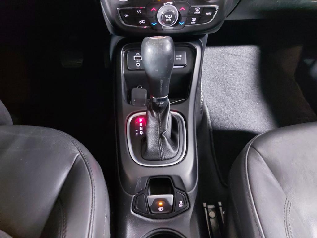 Imagem do veículo JEEP COMPASS LONGITUDE 2.0 FLEX AUTOMÁTICO 6M - 2017 - PRETO