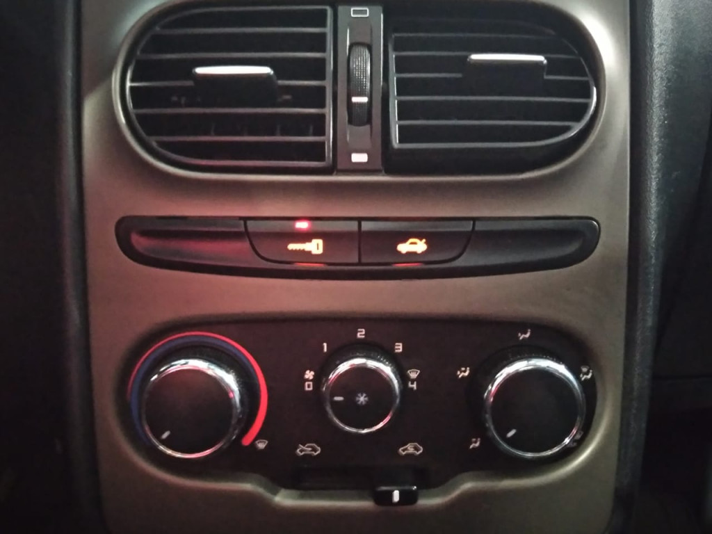 Imagem do veículo FIAT IDEA ADVENTURE LOCKER 1.8 FLEX 4P MANUAL - 2015 - CINZA