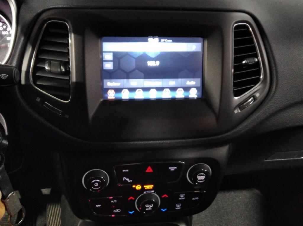 Imagem do veículo JEEP COMPASS SPORT 2.0 FLEX AUTOMÁTICO - 6M - 2019 - PRETO