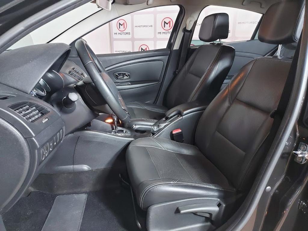 Imagem do veículo RENAULT FLUENCE DYNAMIQUE 2.0 FLEX 4P AUTOMÁTICO - 2014 - PRETO