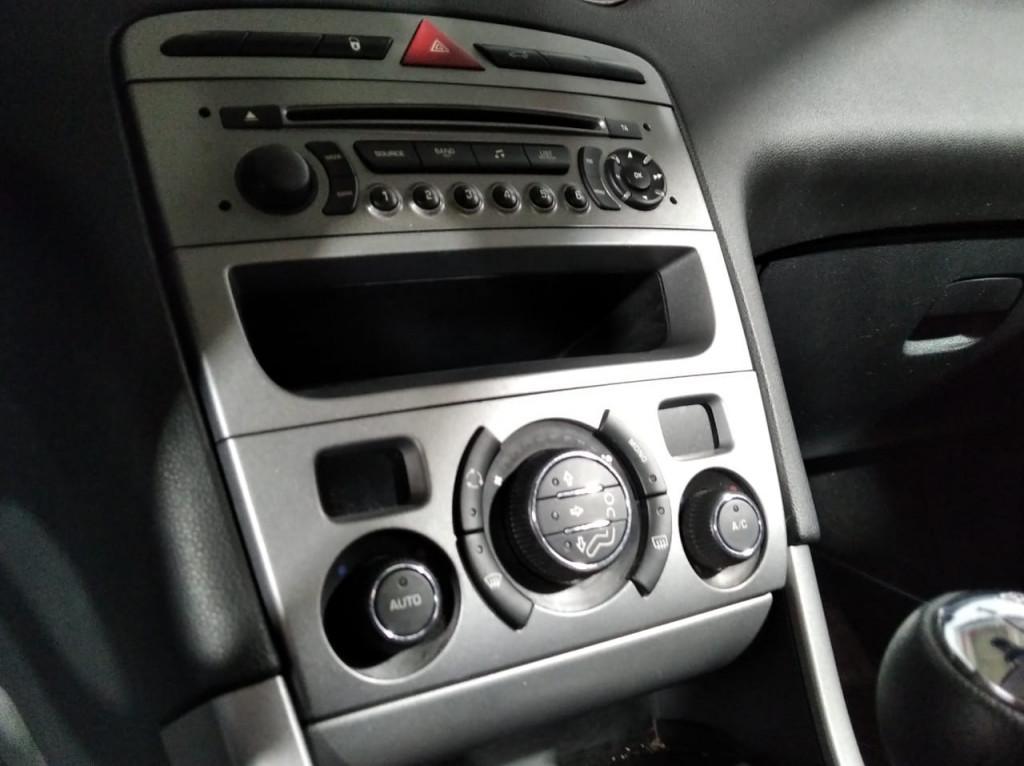Imagem do veículo PEUGEOT 308 ACTIVE 1.6 FLEX 4P MANUAL - 2015 - BRANCO