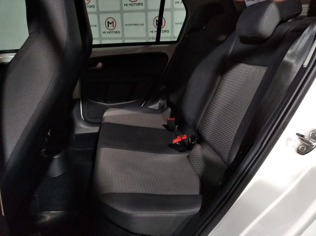 Imagem do veículo VOLKSWAGEN UP MOVE 1.0 TSI FLEX 4P MANUAL - 2018 - BRANCO