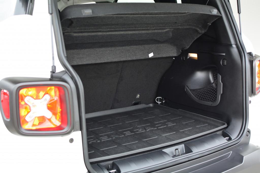 Imagem do veículo JEEP RENEGADE 1.8 16V FLEX STD 4P AUTOMÁTICO