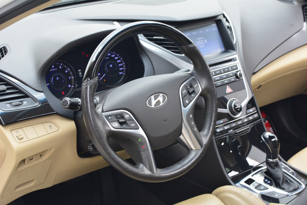 Imagem do veículo HYUNDAI AZERA 3.0 MPFI GLS V6 24V GASOLINA 4P AUTOMÁTICO