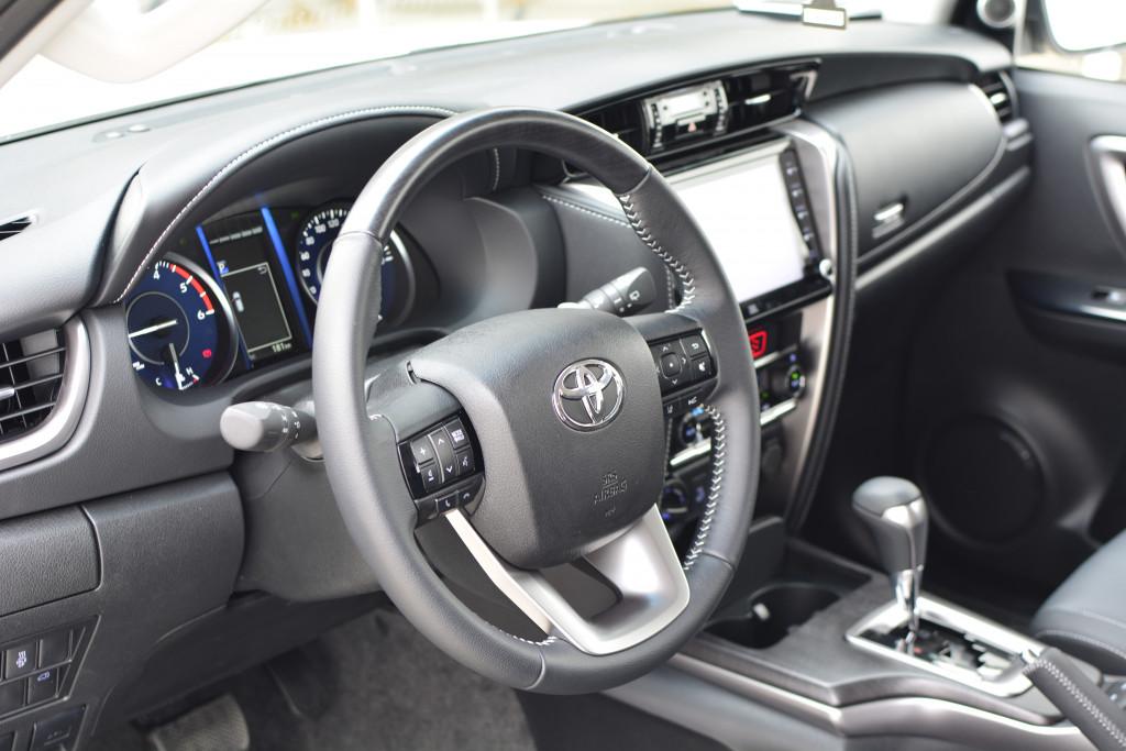 Imagem do veículo TOYOTA HILUX SW4 2.8 D-4D TURBO DIESEL SRX 7L 4X4 AUTOMÁTICO