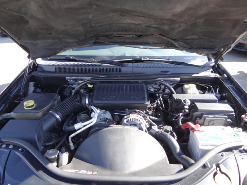 Imagem do veículo GRAND CHEROKEE 4.7 LIMITED 4X4 V8 16V GASOLINA 4P AUTOMÁTICO