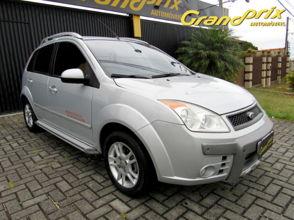 FORD FIESTA 1.6 MPI TRAIL HATCH 8V FLEX 4P MANUAL PRATA COMPLETO!