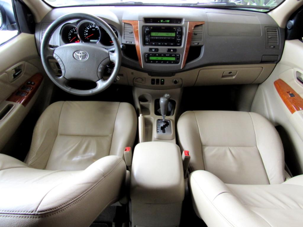 Imagem do veículo HILUX SW4 2011 3.0 SRV 4X4 7 LUGARES 16V TURBO INTERCOOLER DIESEL 4P AUTOMÁTICA PRATA COMPLETA!