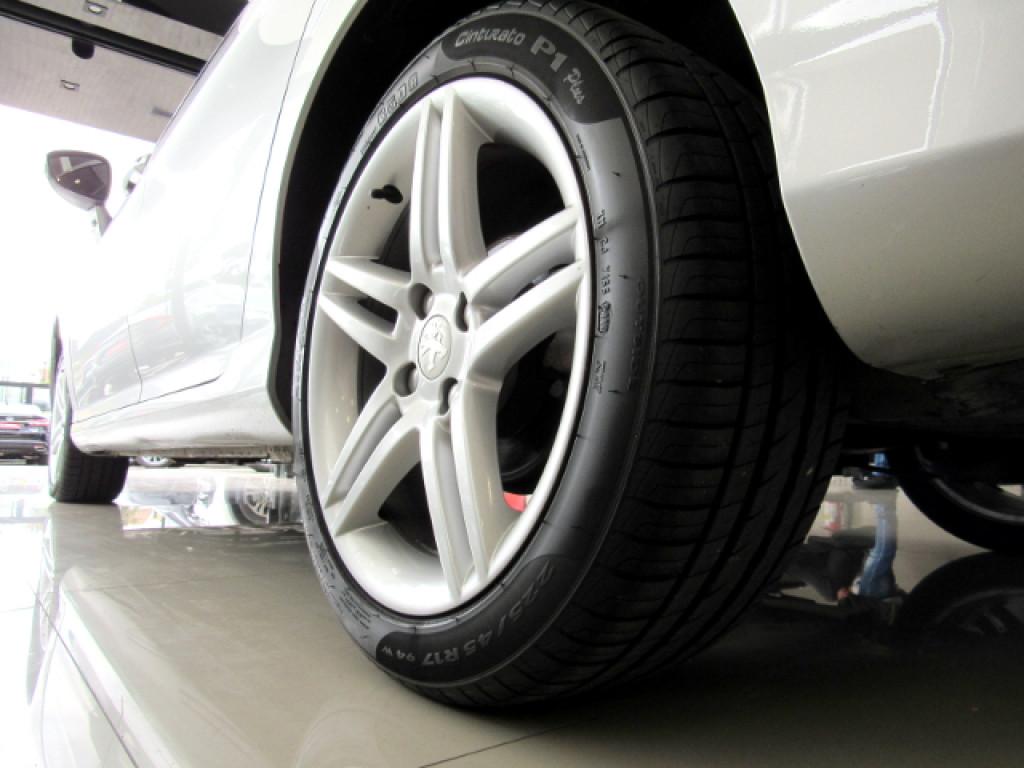 Imagem do veículo PEUGEOT 308 2013 2.0 ALLURE 16V FLEX 4P AUTOMÁTICO PRATA COMPLETO + TETO PANORÂMICO!