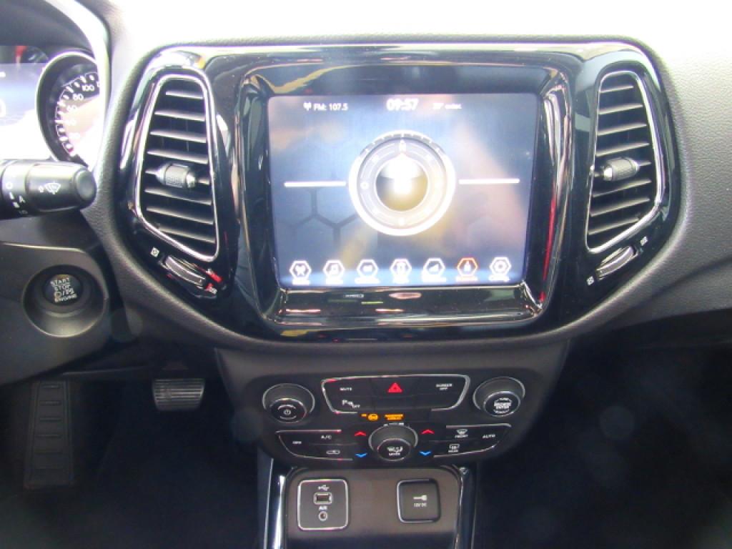 Imagem do veículo JEEP COMPASS 2018 2.0 16V FLEX LIMITED AUTOMÁTICA PRETA COMPLETA + TETO SOLAR!